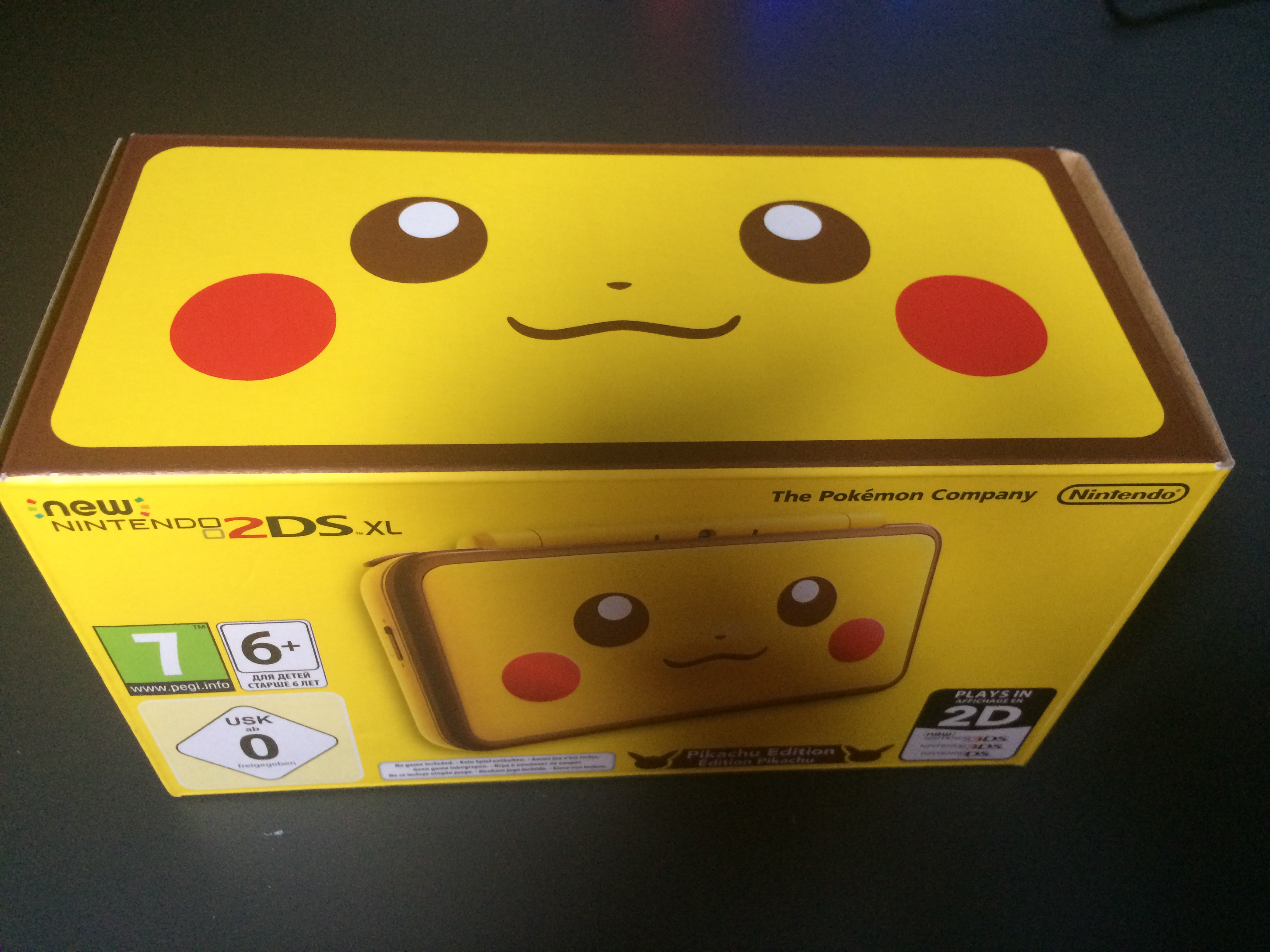 Pikachu N2DSXL box