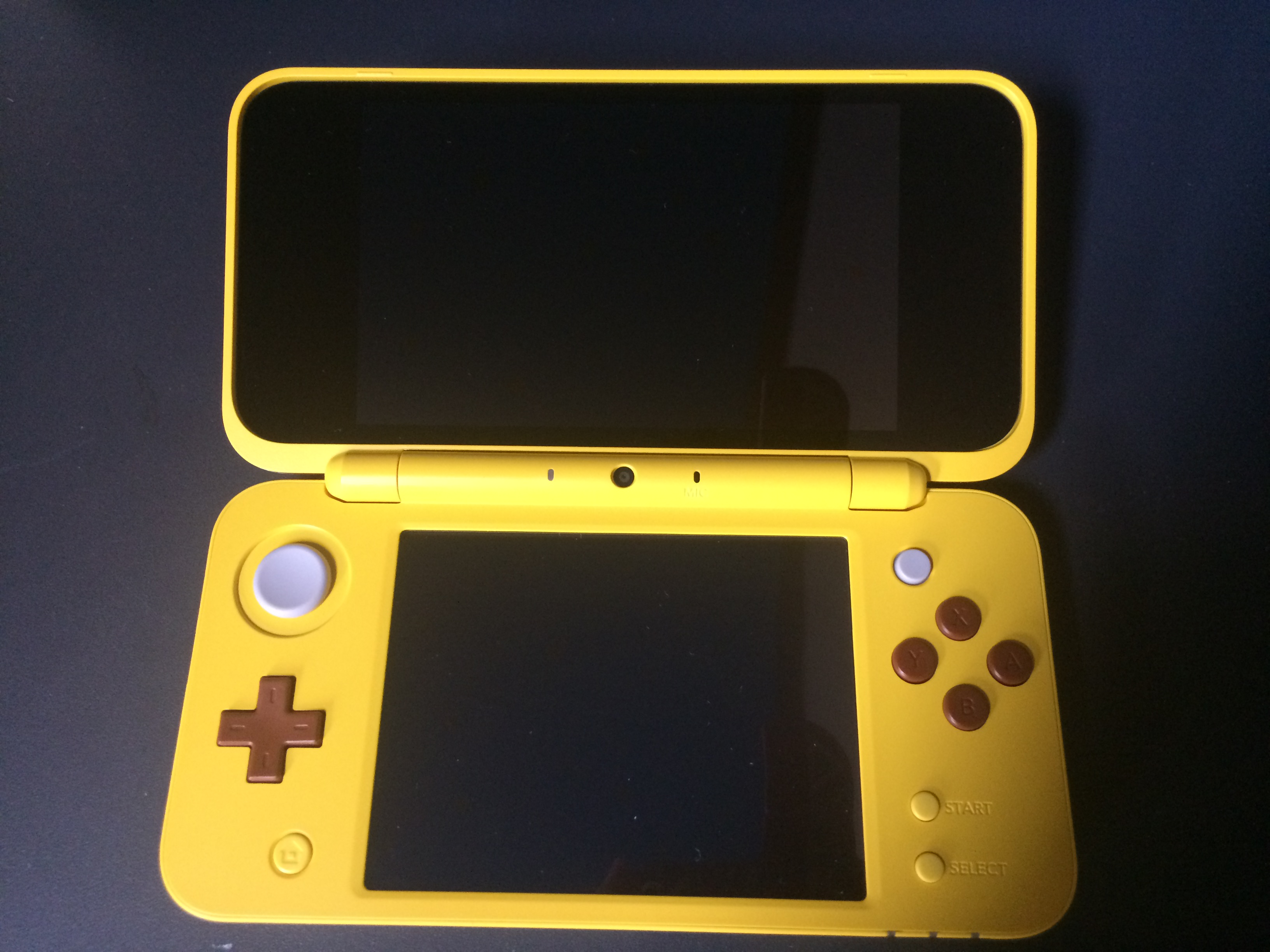 Pikachu 2DS open