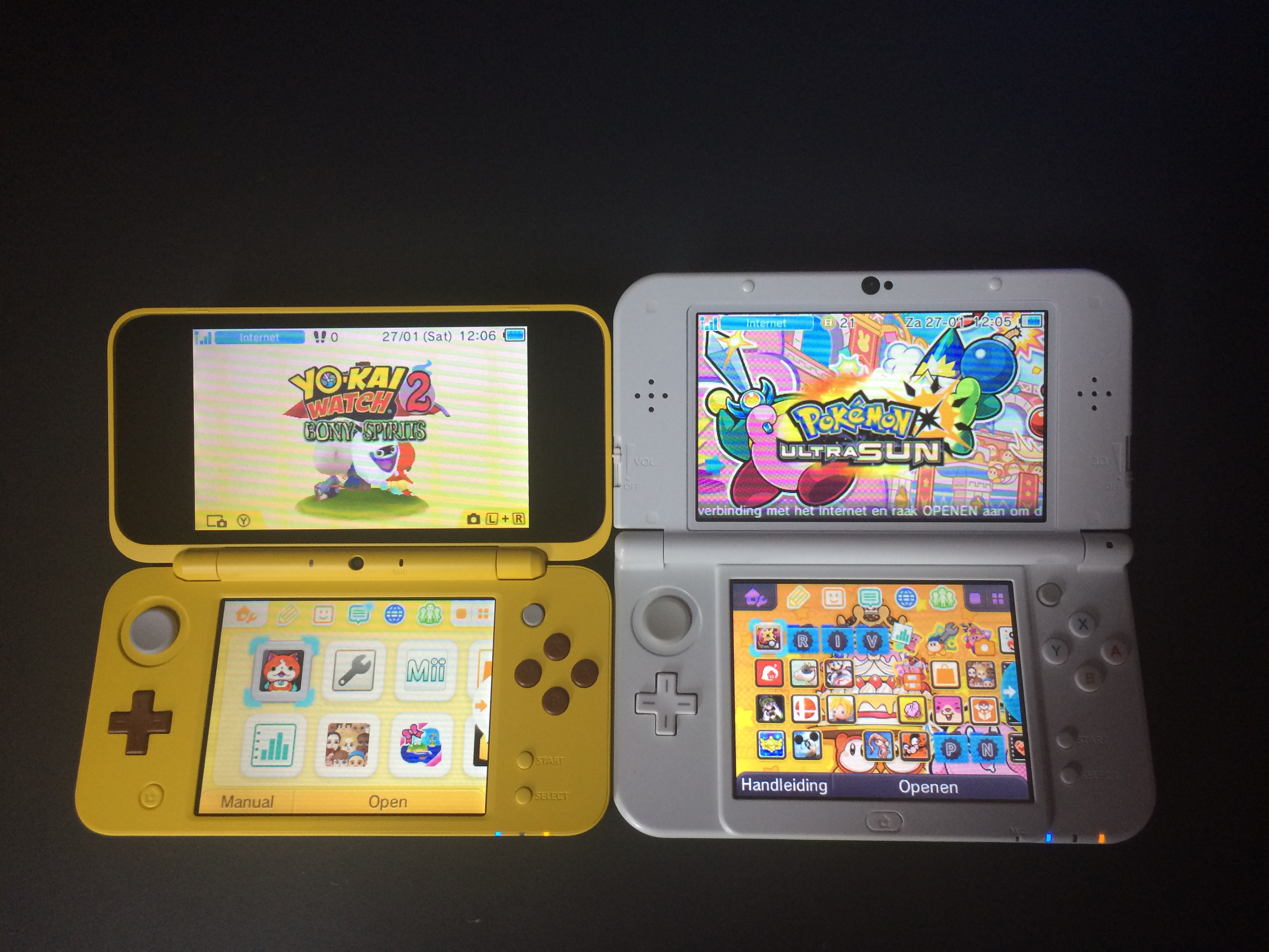2DS & 3DS open side by side